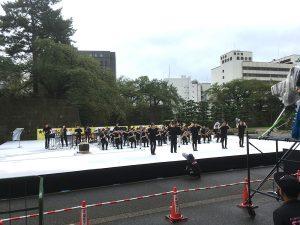 福井県庁前広場で行われた高校生の演奏するステージ設営を担当させていただきました。